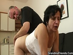 Granny gets her hairy hole filled with tw ...